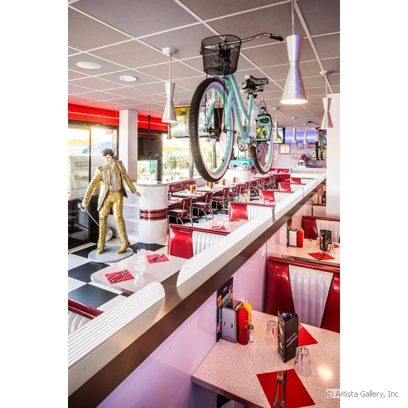 quarterback_american_house_restaurant_diner_booth_seating_with_bicycle