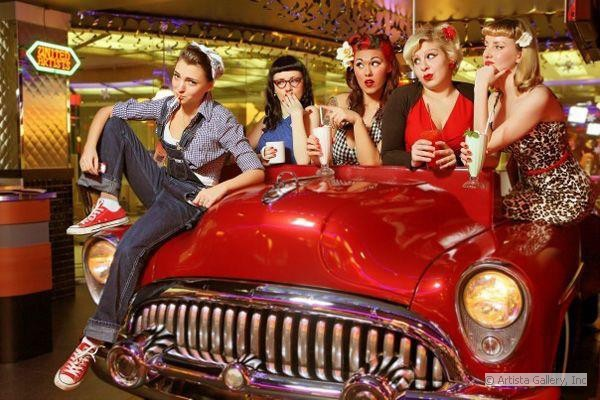 1_cars_and_girls_beverly_hills_diner_moscow